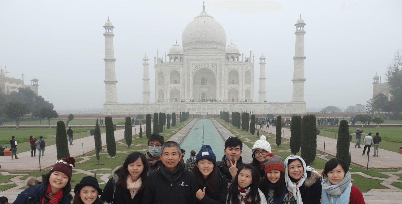 taiwan-students-taj-mahal-cropped